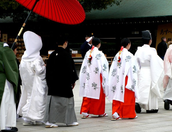 File:Meiji-jingu wedding procession – P1000847.jpg – Wikimedia Commons