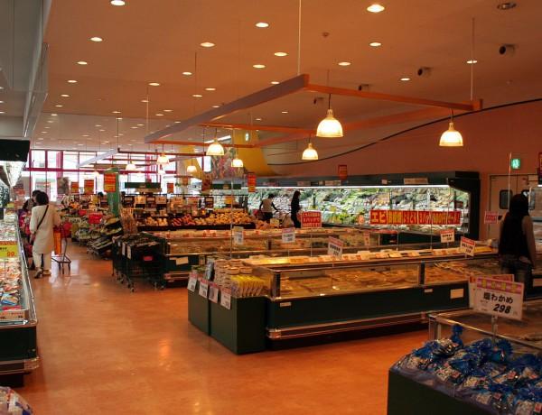 File:Interior of Supermarket in Japan 01.jpg – Wikimedia Commons